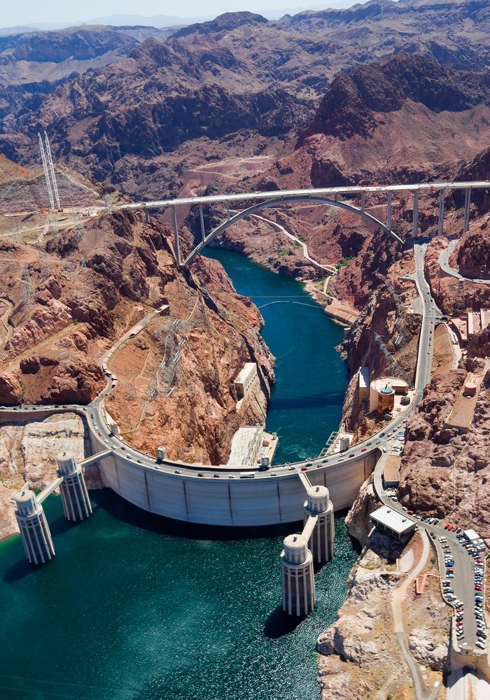 The Hoover Dam (Andrew Zarivny / Shutterstock)