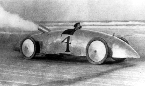 The Stanley steamer car was not in production for long, but in 1906 it reached speeds over 100 mph. (Stanley Motor Company)