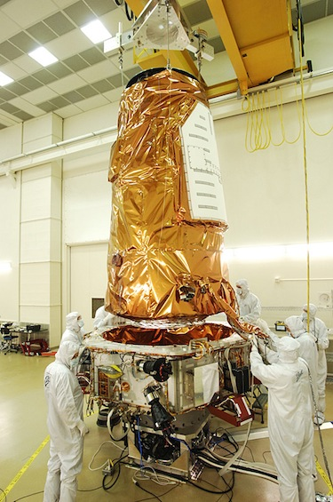 The Kepler telescope is lowered onto the spacecraft before being launched in March 2009. (Photo: NASA)